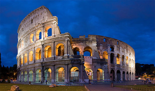 Italy: Rome Colosseum - Photo by DAVID ILIFF. License: CC-BY-SA 3.0