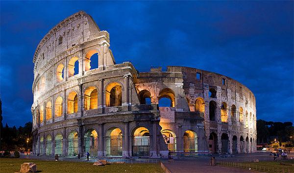 Italy: Rome Colosseum - Photo by DAVID ILIFF. License: CC-BY-SA 3.0